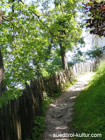 Fußweg zur Sankt Jakob Kirche