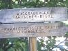 Wegweisendes Schild zum Tartscher Bichl im Vinschgau