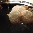 Kokos-Ingwer-Plätzchen Zutaten für ca. 30 Stück 20 g frische Ingwerwurzel 2 Eiweiß 1 Esslöffel Zitronensaft 1 Teelöffel abgeriebene Schale von einer unbehandelten Zitrone 100 g Zucker 5 gehäufte Esslöffel Kokosraspel […]